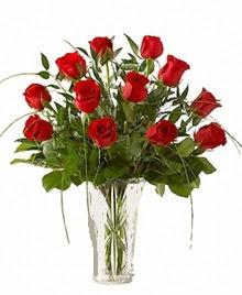 cam yada mika vazo içerisinde 9 kirmizi gül  Kıbrıs çiçekçiler