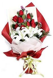 Kıbrıs çiçek siparişi sitesi  9 adet gül 2 adet kazablanka buketi