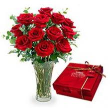 Kıbrıs internetten çiçek satışı  10 adet cam yada mika vazoda gül çikolata