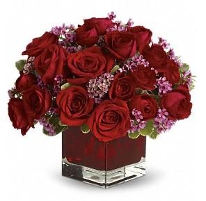 11 adet kırmızı gül vazosu  Kıbrıs çiçek siparişi vermek