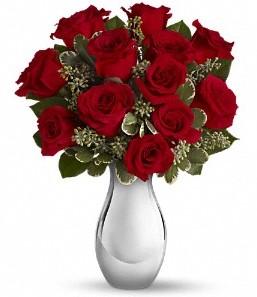Kıbrıs cicek , cicekci   vazo içerisinde 11 adet kırmızı gül tanzimi