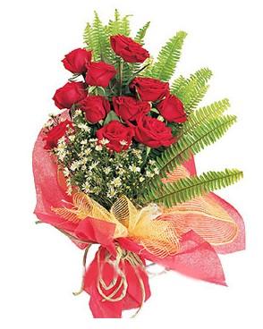 Kıbrıs çiçek yolla  11 adet kırmızı güllerden buket modeli
