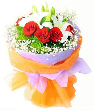Kıbrıs çiçek gönderme  1 dal kazablanka 7 adet kırmızı gül buketi