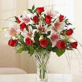 Kıbrıs güvenli kaliteli hızlı çiçek  12 adet kırmızı gül 1 dal kazablanka çiçeği
