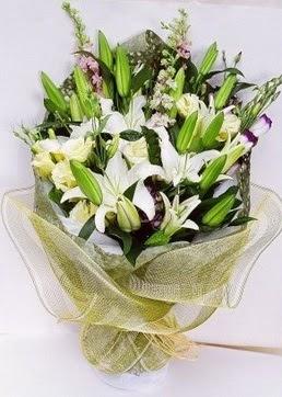 Kıbrıs kaliteli taze ve ucuz çiçekler  3 adet kazablankalardan görsel buket çiçeği