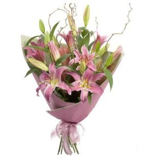 Kıbrıs çiçek yolla  3 dal cazablanca buket çiçeği