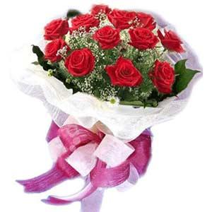 Kıbrıs ucuz çiçek gönder  11 adet kırmızı güllerden buket modeli