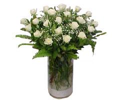 Kıbrıs çiçek yolla , çiçek gönder , çiçekçi   cam yada mika Vazoda 12 adet beyaz gül - sevenler için ideal seçim