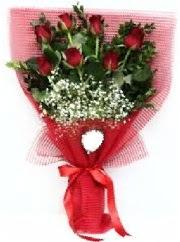 7 adet kırmızı gülden buket tanzimi  Kıbrıs uluslararası çiçek gönderme