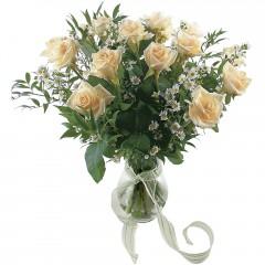Vazoda 8 adet beyaz gül  Kıbrıs hediye sevgilime hediye çiçek