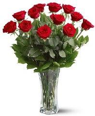 11 adet kırmızı gül vazoda  Kıbrıs online çiçek gönderme sipariş
