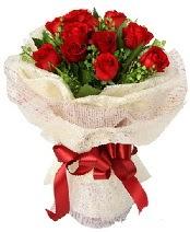 12 adet kırmızı gül buketi  Kıbrıs çiçek online çiçek siparişi