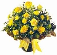 Kıbrıs hediye çiçek yolla  Sari gül karanfil ve kir çiçekleri