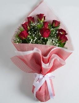 9 adet kırmızı gülden buket  Kıbrıs ucuz çiçek gönder