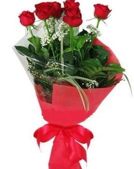 5 adet kırmızı gülden buket  Kıbrıs yurtiçi ve yurtdışı çiçek siparişi