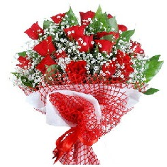 11 kırmızı gülden buket  Kıbrıs hediye sevgilime hediye çiçek