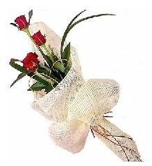3 adet kırmızı gül buketi  Kıbrıs online çiçekçi , çiçek siparişi