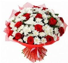 11 adet kırmızı gül ve 1 demet krizantem  Kıbrıs güvenli kaliteli hızlı çiçek