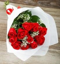 9 kırmızı gülden buket çiçeği  Kıbrıs çiçek satışı