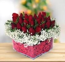 15 kırmızı gülden kalp mika çiçeği  Kıbrıs ucuz çiçek gönder