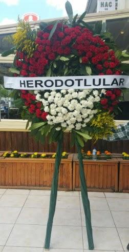 Cenaze çelengi cenazeye çiçek modeli  Kıbrıs ucuz çiçek gönder