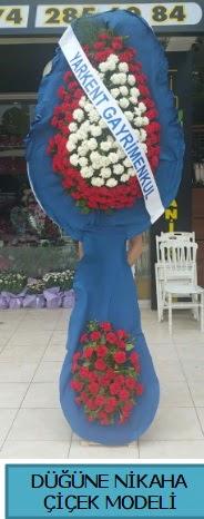 Düğüne nikaha çiçek modeli  Kıbrıs ucuz çiçek gönder