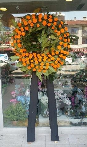 Cenaze çiçeği cenaze çelengi çiçek modeli  Kıbrıs çiçek satışı