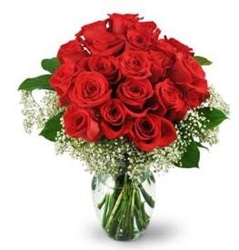 25 adet kırmızı gül cam vazoda  Kıbrıs hediye çiçek yolla