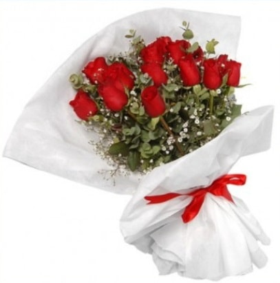 9 adet kırmızı gül buketi  Kıbrıs internetten çiçek satışı