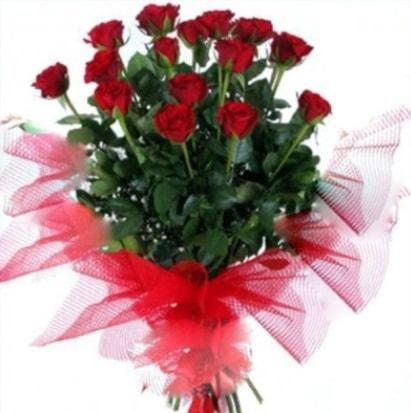 15 adet kırmızı gül buketi  Kıbrıs uluslararası çiçek gönderme