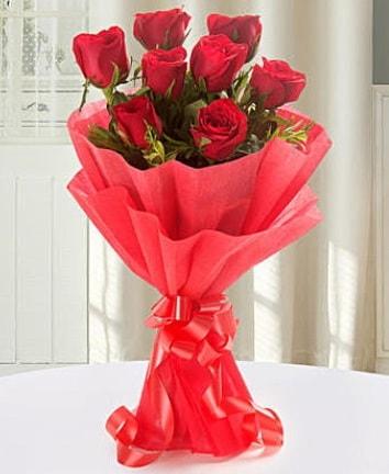 9 adet kırmızı gülden modern buket  Kıbrıs çiçek yolla