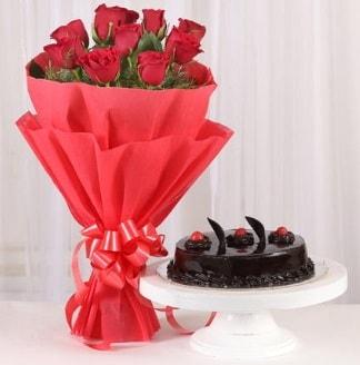 10 Adet kırmızı gül ve 4 kişilik yaş pasta  Kıbrıs internetten çiçek siparişi
