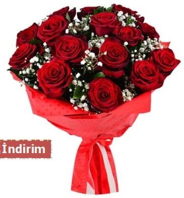 12 Adet kırmızı aşk gülleri  Kıbrıs ucuz çiçek gönder