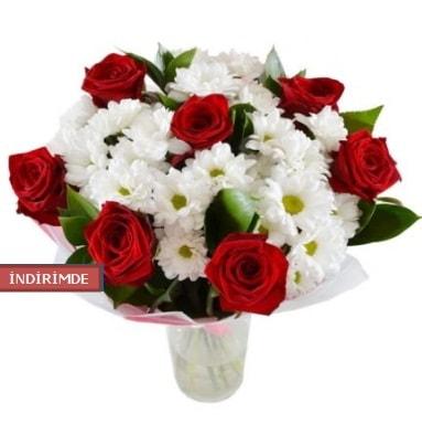 7 kırmızı gül ve 1 demet krizantem  Kıbrıs çiçek gönderme